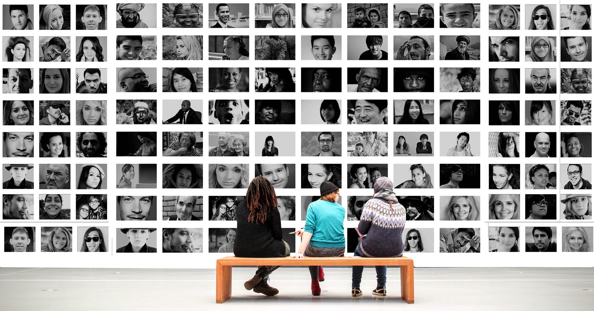 People viewing people